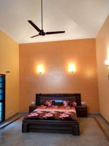 Gallery Cover Image of 3000 Sq.ft 3 BHK Independent House for buy in Palam Vihar for 35000000