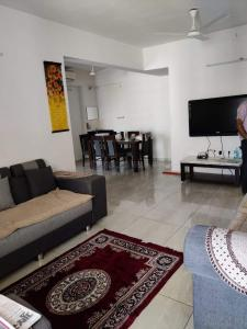 Gallery Cover Image of 2000 Sq.ft 3 BHK Apartment for rent in Merlin Opal, Navrangpura for 35000