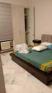Gallery Cover Image of 2200 Sq.ft 3 BHK Independent Floor for rent in Sushant Lok I for 45000