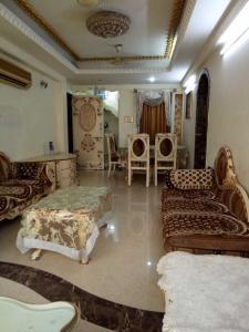 Gallery Cover Image of 1200 Sq.ft 3 BHK Apartment for rent in Wadala for 70000