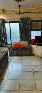 Gallery Cover Image of 710 Sq.ft 1 BHK Apartment for rent in Worli for 55000