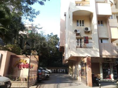 Gallery Cover Image of 990 Sq.ft 2 BHK Apartment for buy in Bodakdev for 6200000