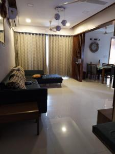 Gallery Cover Image of 1665 Sq.ft 3 BHK Apartment for buy in Vastrapur for 11800000