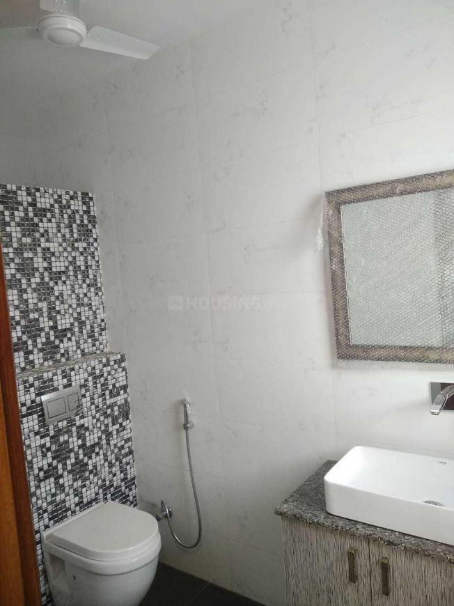 Common Bathroom Image of 1700 Sq.ft 3 BHK Apartment for rent in Sector 88 for 18000
