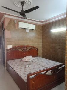 Gallery Cover Image of 400 Sq.ft 1 RK Independent Floor for rent in Lajpat Nagar for 17500