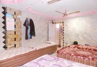 बोरीवली ईस्ट में विष्णु पेइंग गेस्ट के बेडरूम की तस्वीर
