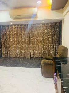 Gallery Cover Image of 1050 Sq.ft 2 BHK Apartment for rent in Malad West for 50000