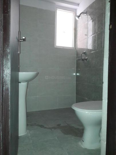 Common Bathroom Image of 955 Sq.ft 2.5 BHK Apartment for rent in Noida Extension for 11500