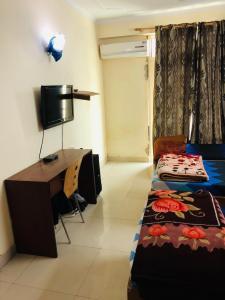 रॉयल पीजी इन सेक्टर 17 के बेडरूम की तस्वीर