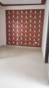 Gallery Cover Image of 400 Sq.ft 2 BHK Apartment for rent in Govindpuram for 5500