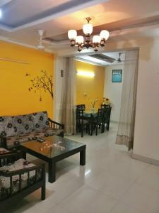 Gallery Cover Image of 1100 Sq.ft 3 BHK Independent Floor for rent in Mahavir Enclave for 15000
