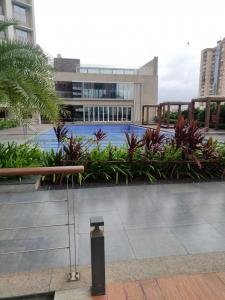 Gallery Cover Image of 950 Sq.ft 2 BHK Apartment for buy in Shapoorji Pallonji Alpine, Kandivali East for 19000000