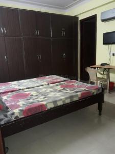 सेक्टर 18 में रॉयल पीजी के बेडरूम की तस्वीर