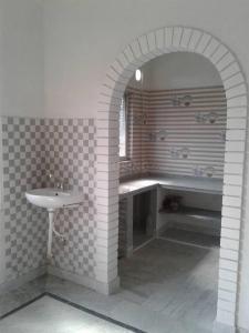 Kitchen Image of Aratilata in Tollygunge