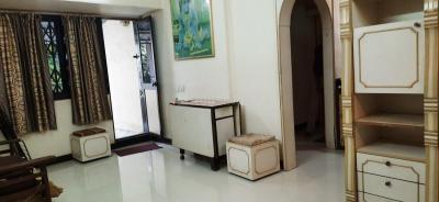 Gallery Cover Image of 560 Sq.ft 1 BHK Apartment for rent in Kandivali West for 25000
