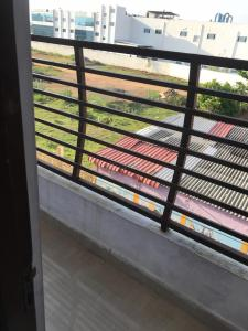 Gallery Cover Image of 1400 Sq.ft 2 BHK Apartment for rent in Rathinamangalam for 7500