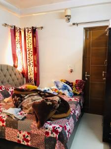 Gallery Cover Image of 1600 Sq.ft 3 BHK Independent Floor for rent in Paschim Vihar for 33200