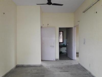 Gallery Cover Image of 960 Sq.ft 2 BHK Apartment for rent in Shipra Riviera Towers, Gyan Khand for 10500