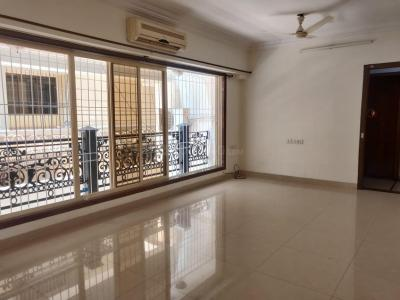 Gallery Cover Image of 800 Sq.ft 2 BHK Apartment for rent in Khar West for 75000