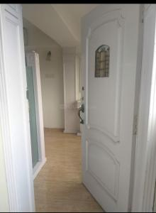 Main Entrance Image of High Secured Paying Guest For Girls In Colaba in Colaba