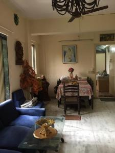 Gallery Cover Image of 800 Sq.ft 2 BHK Apartment for buy in Bandra West for 37000000