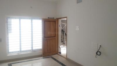 Gallery Cover Image of 1200 Sq.ft 3 BHK Apartment for buy in Pallikaranai for 6600000