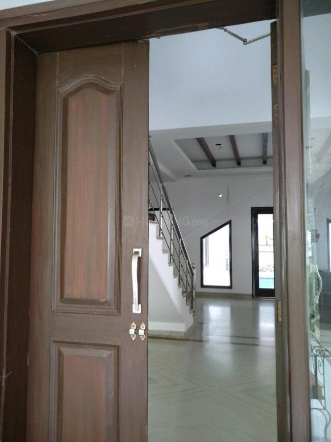 Main Entrance Image of 10800 Sq.ft 3 BHK Independent House for rent in Ghitorni for 160000