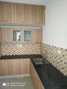 Gallery Cover Image of 900 Sq.ft 2 BHK Apartment for rent in Sithalapakkam for 12000