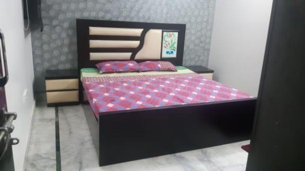 जनकपुरी में लावण्य पीजी दिल्ली में बेडरूम की तस्वीर