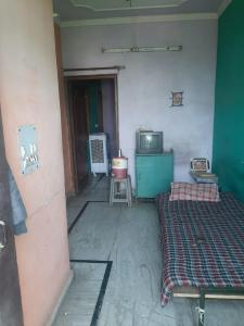Gallery Cover Image of 2000 Sq.ft 4 BHK Villa for buy in Sector 24 Rohini for 8200000
