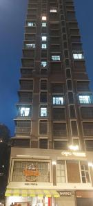 Gallery Cover Image of 1250 Sq.ft 2 BHK Apartment for buy in Sugee Sanskruti, Worli for 40000000