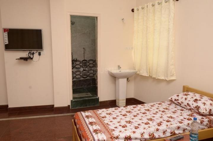 वसंत नगर में गायत्री लक्ज़री मेंस पीजी में बेडरूम की तस्वीर