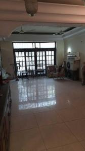 Gallery Cover Image of 3100 Sq.ft 3 BHK Independent Floor for buy in Golf Links for 130000000