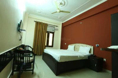 Gallery Cover Image of 1900 Sq.ft 3 BHK Apartment for rent in Sector 62 for 25000