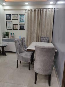 Gallery Cover Image of 1300 Sq.ft 3 BHK Apartment for buy in DDA E2 Vasant Kunj, Vasant Kunj for 17500000
