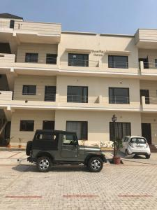 Gallery Cover Image of 1959 Sq.ft 3 BHK Apartment for buy in Heera Bagh for 4000000