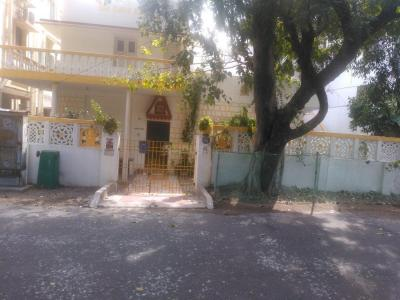 Gallery Cover Image of 3000 Sq.ft 4 BHK Independent House for buy in Palavakkam for 30000000