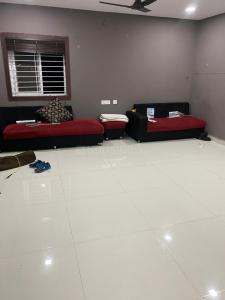 Gallery Cover Image of 6400 Sq.ft 6 BHK Villa for buy in Manikonda for 35000000