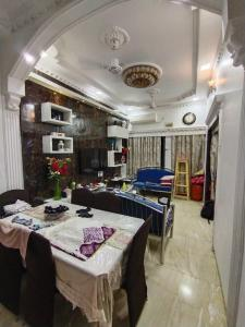 Gallery Cover Image of 300 Sq.ft 1 BHK Independent House for buy in Powai for 7500000