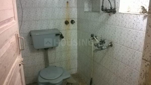 Common Bathroom Image of 750 Sq.ft 1 BHK Independent Floor for rent in Borivali West for 15000
