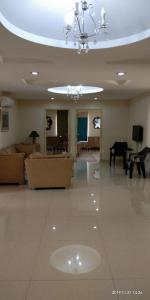 Gallery Cover Image of 3200 Sq.ft 3 BHK Apartment for rent in Banjara Hills for 95000