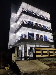 Gallery Cover Image of 2500 Sq.ft 3 BHK Independent House for rent in Noida Extension for 20000