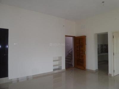 Gallery Cover Image of 1100 Sq.ft 2.5 BHK Apartment for rent in Korattur for 15000