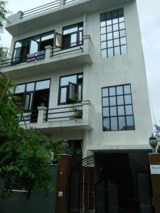 Gallery Cover Image of 1200 Sq.ft 3 BHK Independent Floor for rent in Eta 1 Greater Noida for 11000