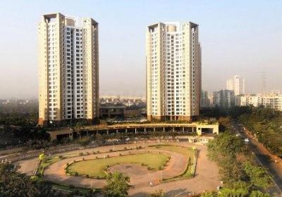 Gallery Cover Image of 1080 Sq.ft 2 BHK Apartment for buy in Oberoi Parkview, Kandivali East for 24000000