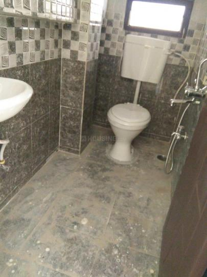 Common Bathroom Image of 600 Sq.ft 1 BHK Independent House for rent in Kondapur for 10000