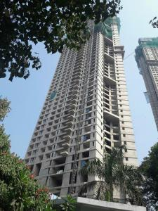 Gallery Cover Image of 2100 Sq.ft 3 BHK Apartment for buy in Malad West for 35900000