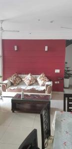 Gallery Cover Image of 2300 Sq.ft 4 BHK Apartment for rent in Mahagun Mascot, Crossings Republik for 25000