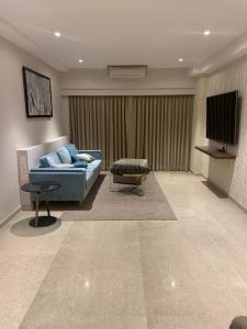 Gallery Cover Image of 1000 Sq.ft 2 BHK Apartment for buy in Kanakia Paris, Bandra East for 30000000
