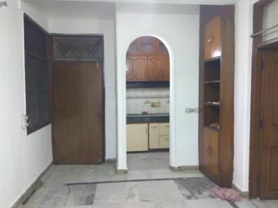 Gallery Cover Image of 850 Sq.ft 2 BHK Independent Floor for buy in Savitri Apartment, Sheikh Sarai for 4200000